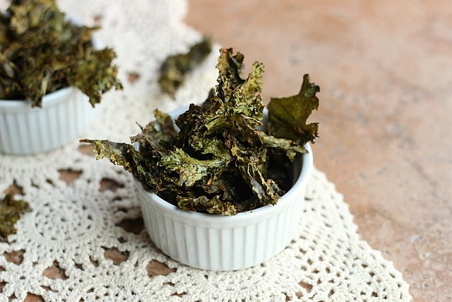 Easy, Cheezy Kale Chips (Vegan, Paleo) | Oatmeal with a Fork