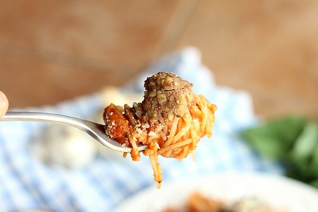 Classic and Healthy Spaghetti and Baked Meatballs 4