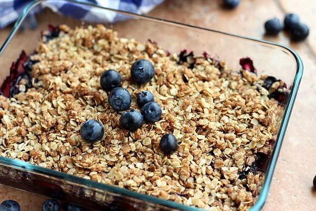 Light and Healthy Blueberry Crisp (Vegan, Nut-Free) 2