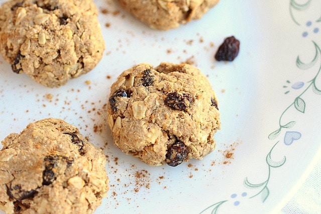 Healthy Oatmeal Raisin Cookies (Low Sugar)