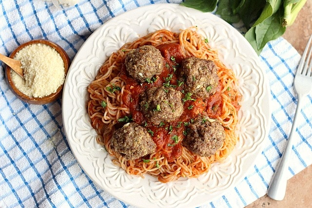 Spaghetti noodles with baked meatballs made with oats