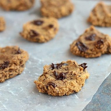 Sugar-free chocolate chip cookies with chickpeas.