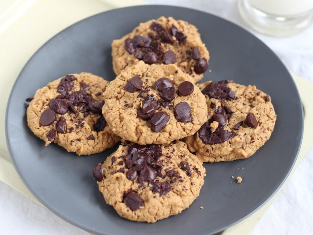 Sugar-free chocolate chip cookies with chickpeas