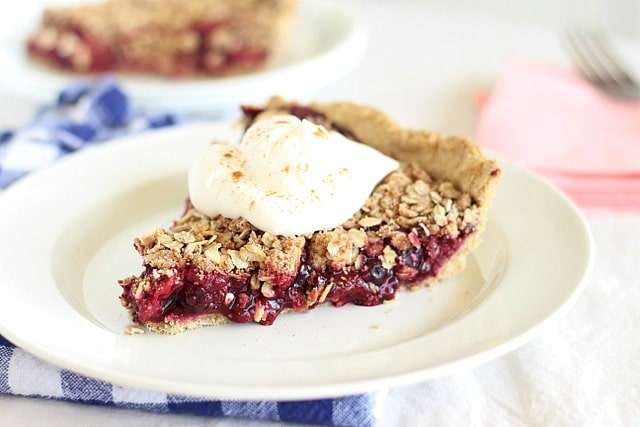 Tart berry pie with oatmeal