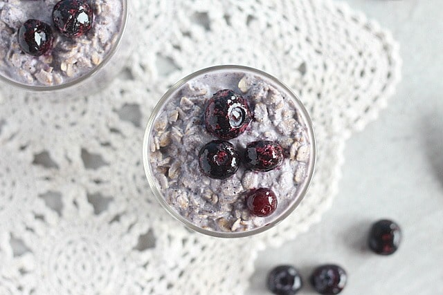 Overnight oats recipe with blueberries and dairy-free milk