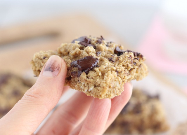 Oat flour cookie bars that are low in sugar
