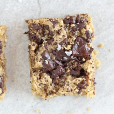 Healthy chocolate chip cookie bars without artificial sweeteners
