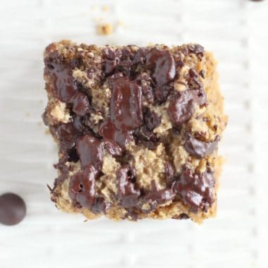 Low sugar chocolate chip cookie bars with maple syrup