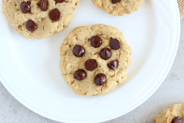 Low sugar chocolate chip cookies with rice flour
